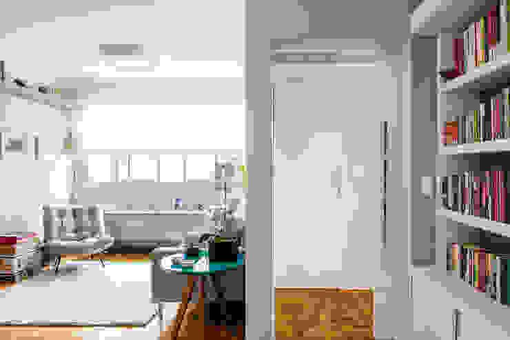 Modern living room by Alvorada Arquitetos Modern