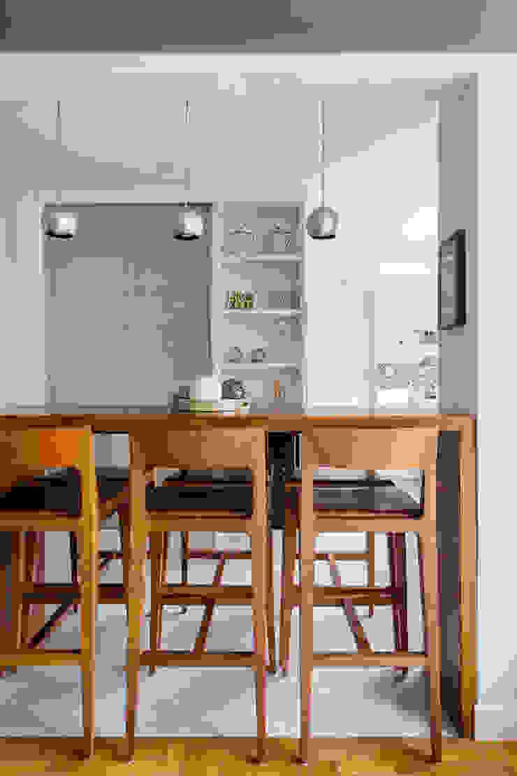 Modern dining room by Alvorada Arquitetos Modern