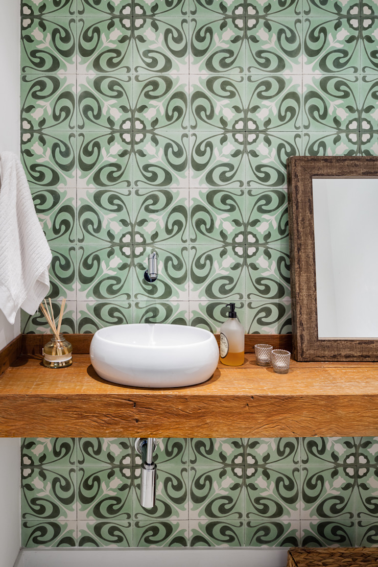Modern bathroom by Alvorada Arquitetos Modern