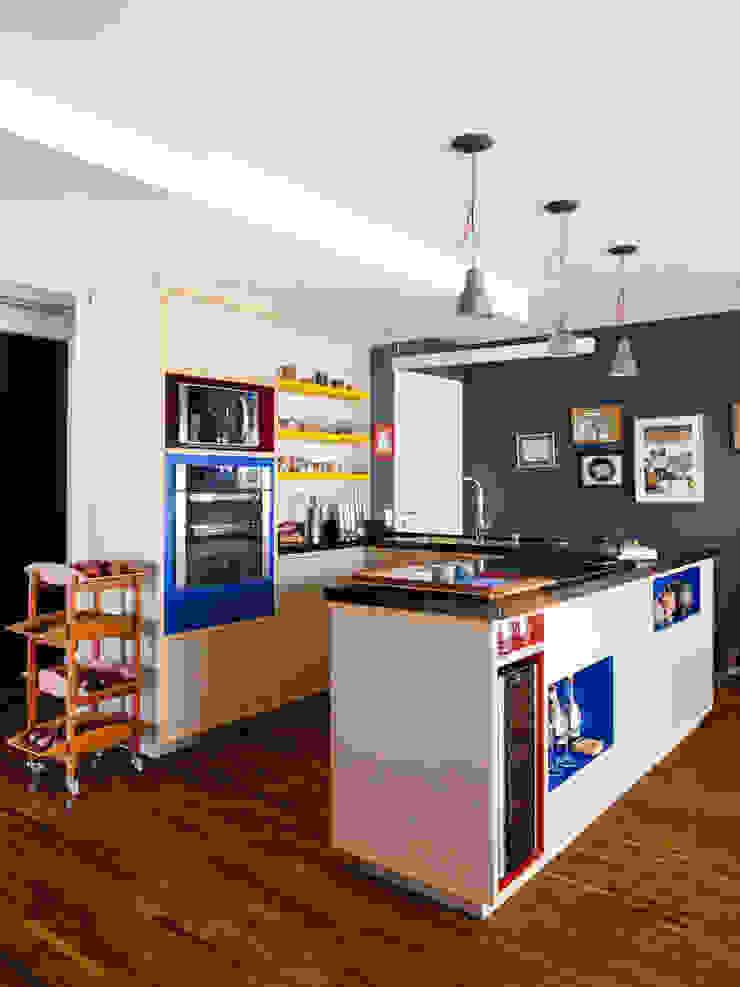 Alvorada Arquitetos Modern style kitchen