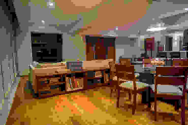 Piso 21 Salones modernos de Symetri-K Moderno