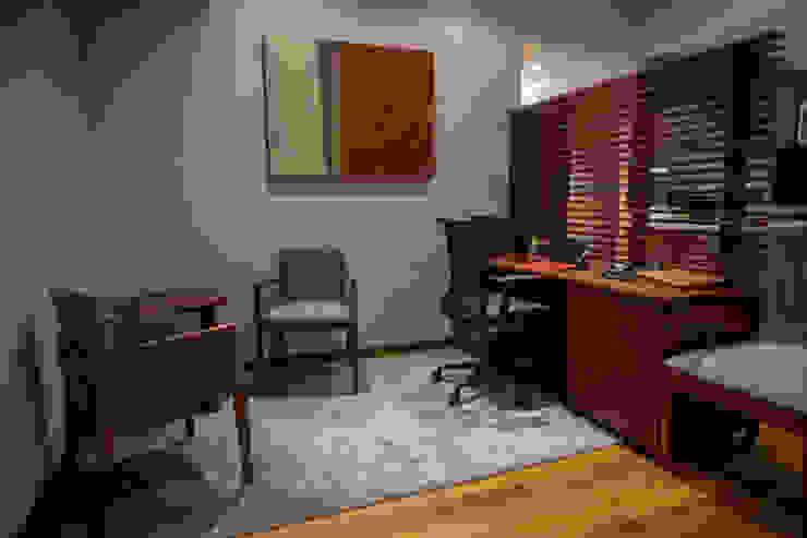 Piso 21 Estudios y despachos modernos de Symetri-K Moderno