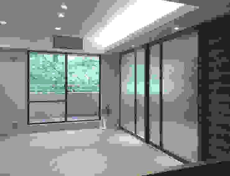 根據 &lodge inc. / 株式会社アンドロッジ 古典風 玻璃