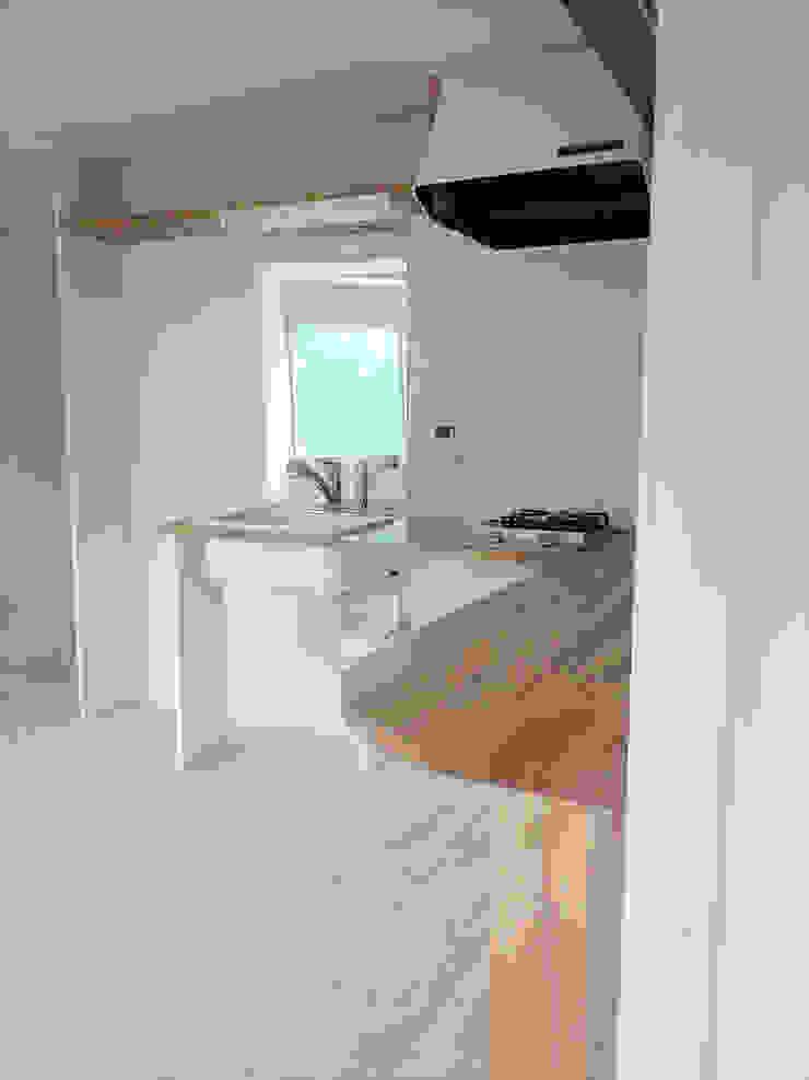 渋谷本町4-R ミニマルデザインの キッチン の &lodge inc. / 株式会社アンドロッジ ミニマル 木 木目調