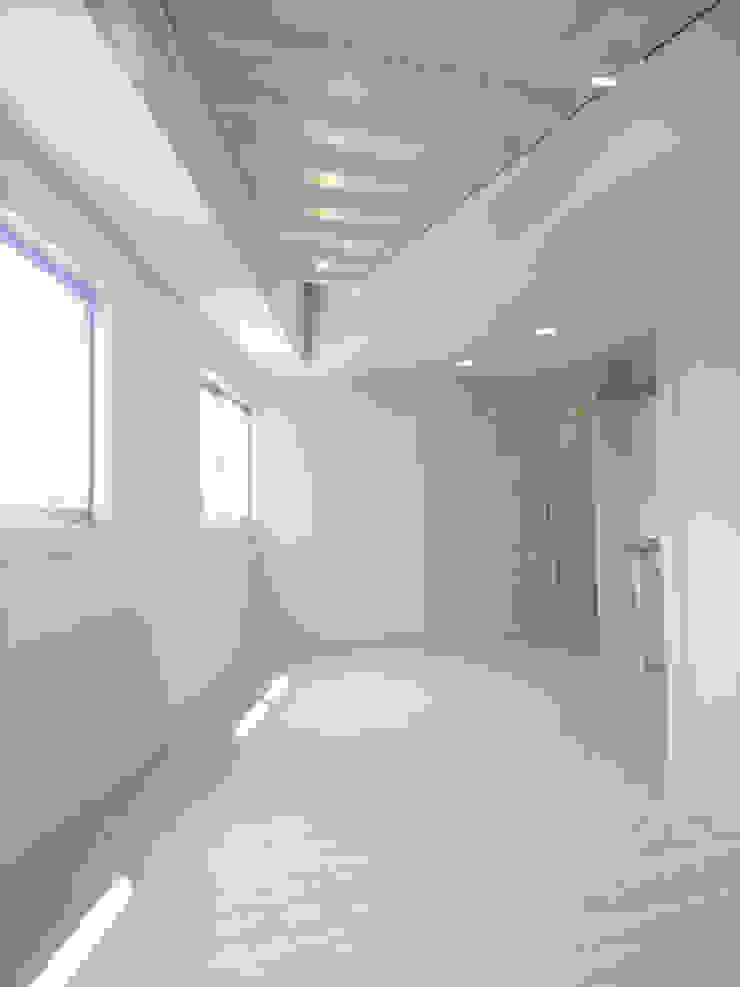 渋谷本町4-R ミニマルデザインの リビング の &lodge inc. / 株式会社アンドロッジ ミニマル