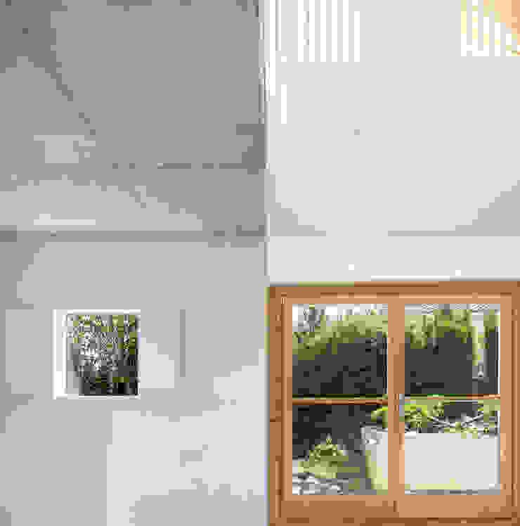 Casa Palau | Joaquin Antón & Javier Luri – wearenear Simon Garcia | arqfoto Pasillos, vestíbulos y escaleras de estilo moderno