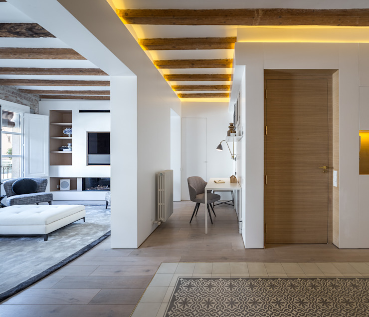 Piso Barrio Gótico | AAGF arquitectura Simon Garcia | arqfoto Pasillos, vestíbulos y escaleras de estilo moderno