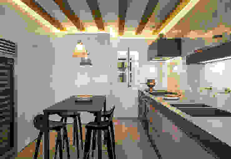 Piso Barrio Gótico | AAGF arquitectura Simon Garcia | arqfoto Comedores de estilo moderno