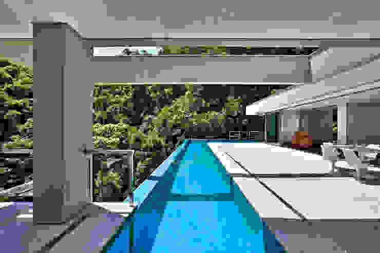 Casa Bosque da Ribeira Modern pool by Lanza Arquitetos Modern