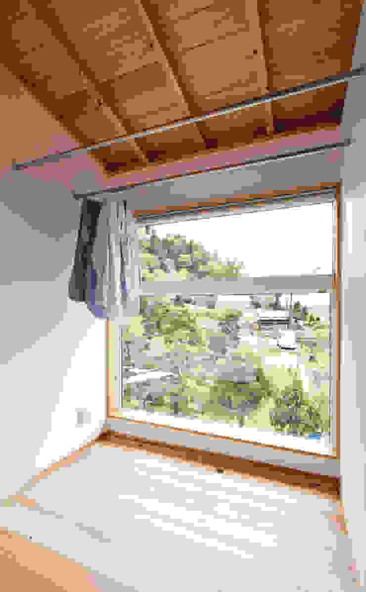 合同会社negla設計室 Scandinavian style conservatory Wood White