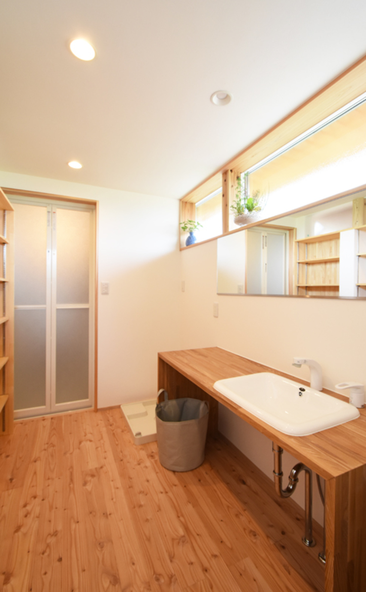 合同会社negla設計室 Scandinavian style bathroom Wood White