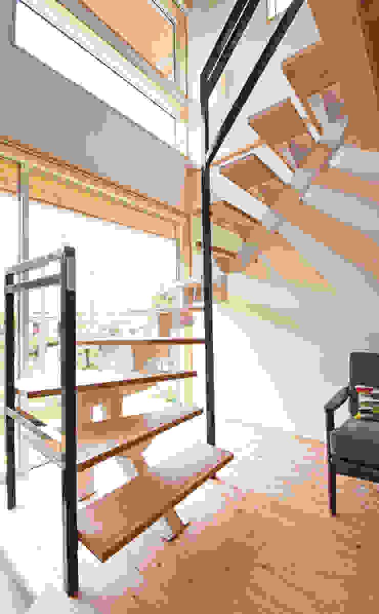 合同会社negla設計室 Scandinavian style corridor, hallway& stairs Wood Wood effect