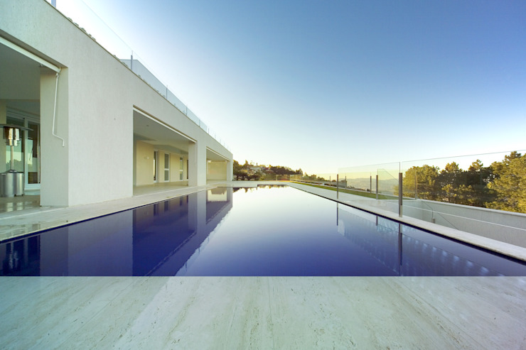 Pool by Lanza Arquitetos, Modern