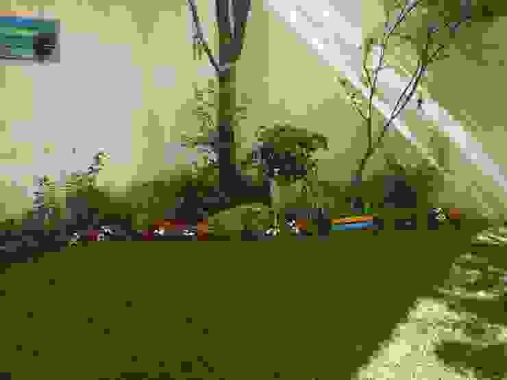 Vườn theo Dhena CONSTRUCCION DE JARDINES, Hiện đại Đá hoa cương