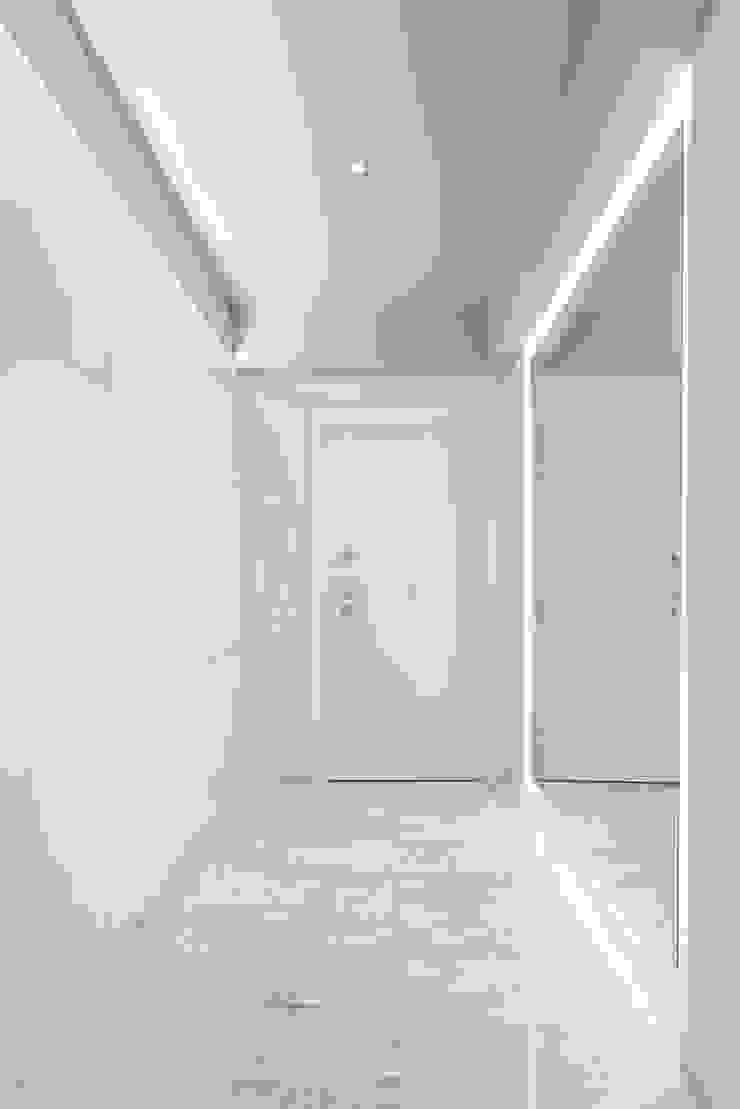 Paolo Fusco Photo ห้องโถงทางเดินและบันไดสมัยใหม่ White