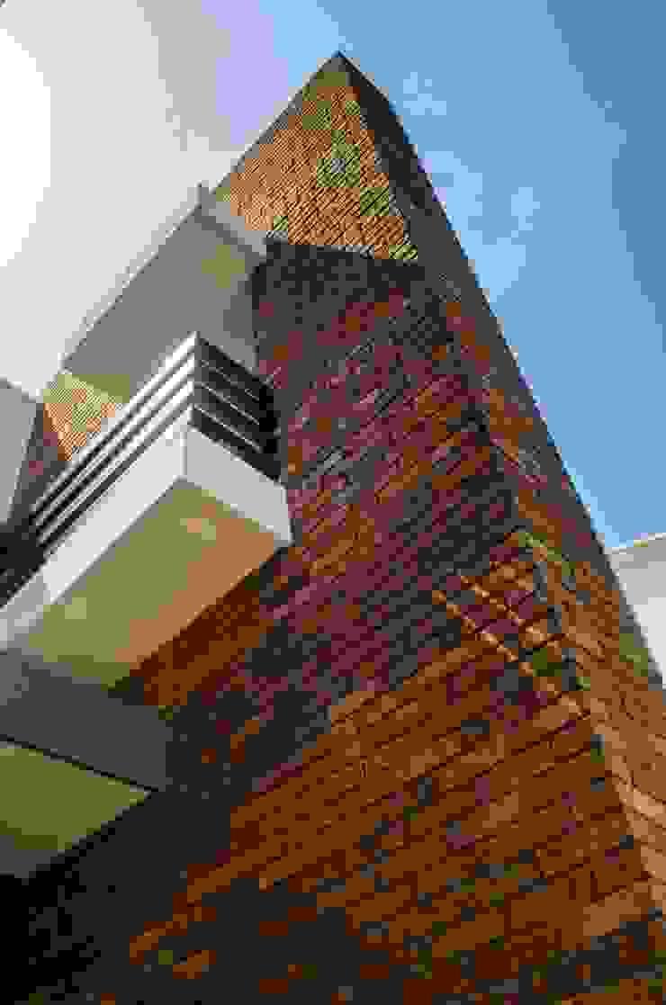 Muro tabique aparente Casas modernas de ARKOT arquitectura + construcción Moderno