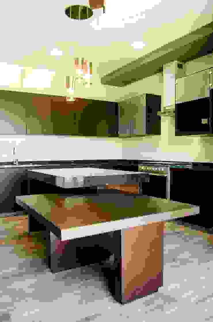 Isla en cocina Cocinas modernas de ARKOT arquitectura + construcción Moderno