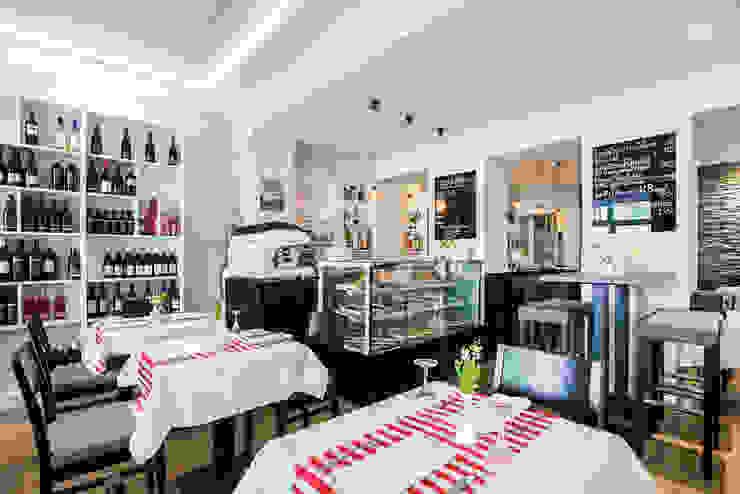 Gastronomia in stile moderno di CONSCIOUS DESIGN - INTERIORS Moderno Legno Effetto legno