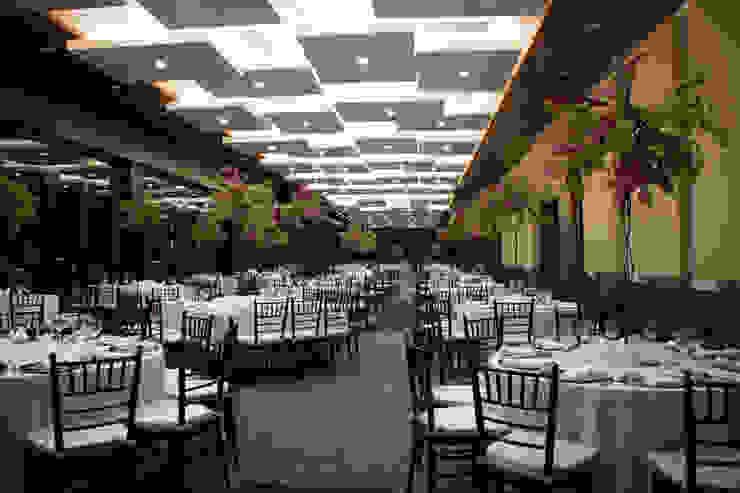 Salón y Terraza La Silla - Cintermex Locaciones para eventos de estilo ecléctico de CH Proyectos Ecléctico