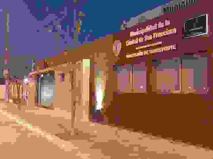 Oficinas Dirección de Transporte Municipalidad de San Francisco Estudios y oficinas modernos de Raizar Arquitectura y Paisajismo Moderno