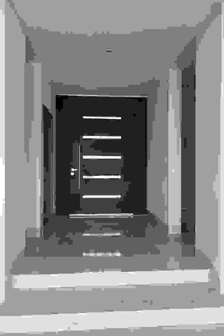 Residencias LV Puertas y ventanas modernas de CH Proyectos Moderno