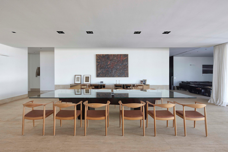 Dining room by Lanza Arquitetos,