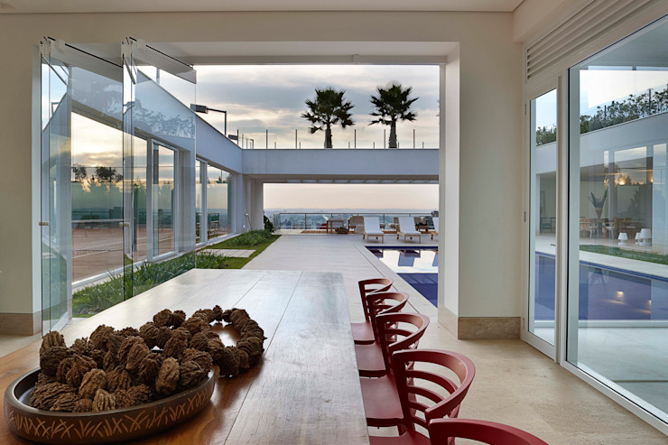 Casa nas Mangabeiras モダンデザインの テラス の Lanza Arquitetos モダン