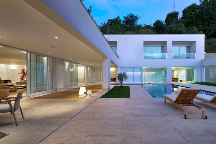 Casa nas Mangabeiras モダンな 家 の Lanza Arquitetos モダン