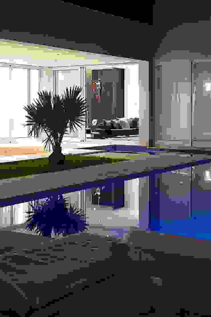 Casa nas Mangabeiras モダンスタイルの プール の Lanza Arquitetos モダン
