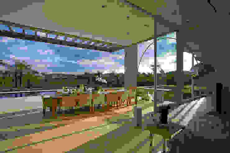 Faz. Capitão do Mato - Fotos Jomar Balcones y terrazas de estilo moderno de Lanza Arquitetos Moderno