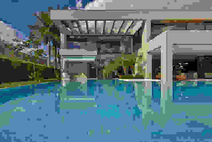 Piscinas de estilo  por Lanza Arquitetos, Moderno