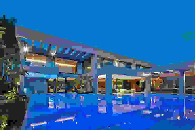 Vanessa Piscinas de estilo moderno de Lanza Arquitetos Moderno