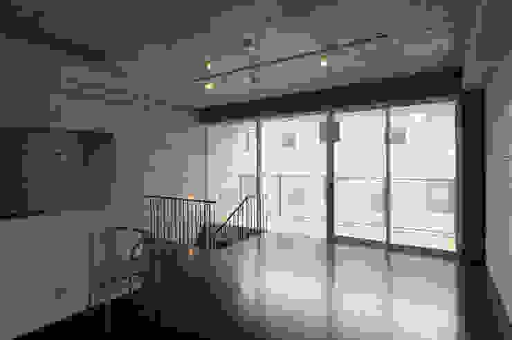 株式会社長野聖二建築設計處 ВітальняТабурети та стільці