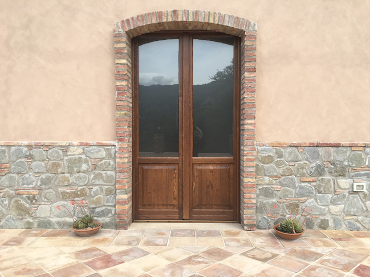 Rustic style windows & doors by Ma.Gi.Ca. di Giovanni Mazza Rustic