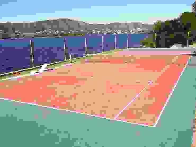 Cancha de tenis Liliana almada Propiedades Casas de estilo clásico