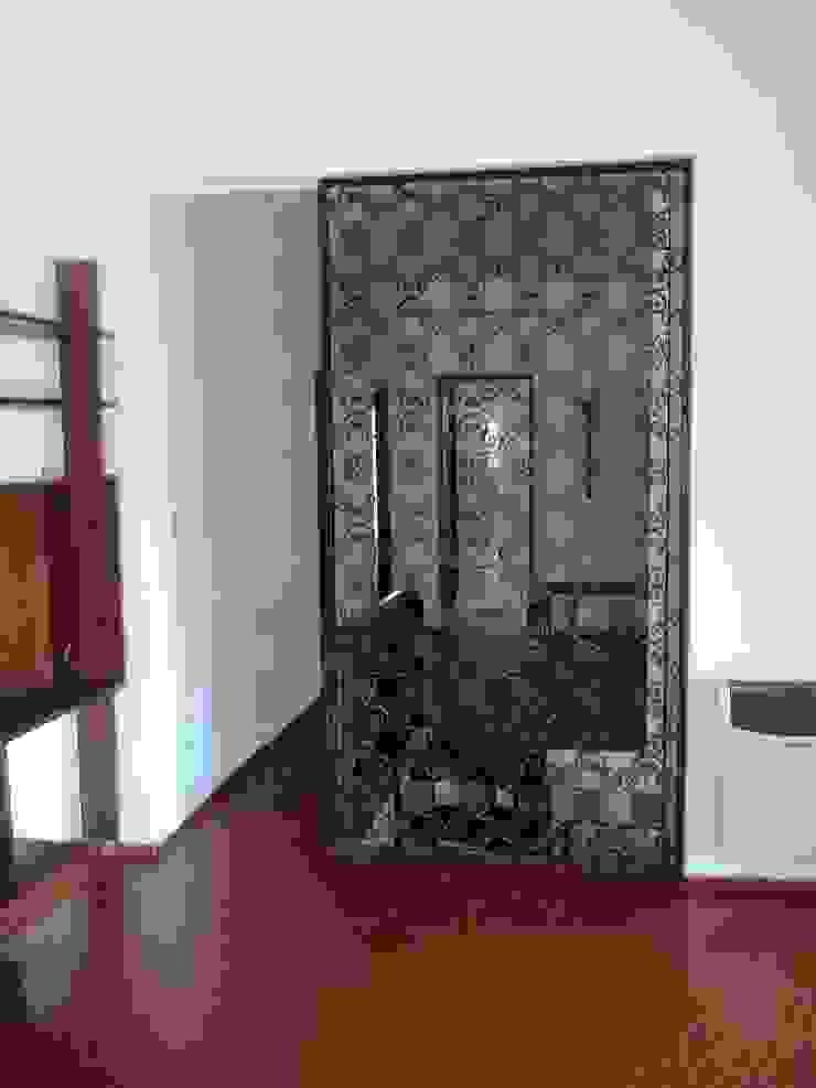 Liliana almada Propiedades Classic style corridor, hallway and stairs