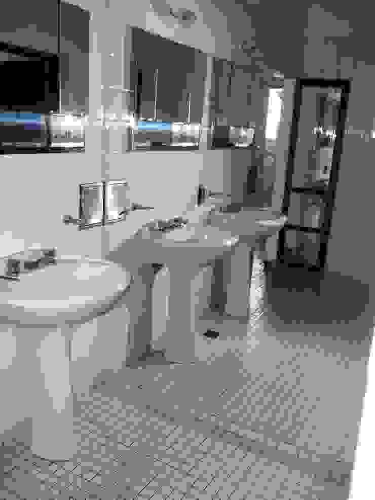 Liliana almada Propiedades Classic style bathroom