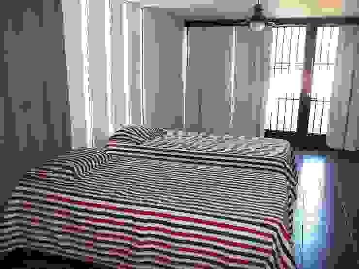 Garage Liliana almada Propiedades Dormitorios de estilo clásico