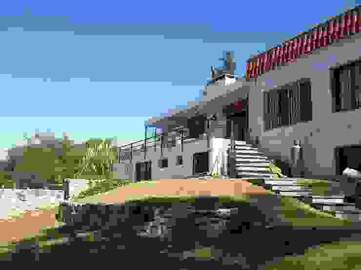 Fachada Liliana almada Propiedades Casas de estilo clásico