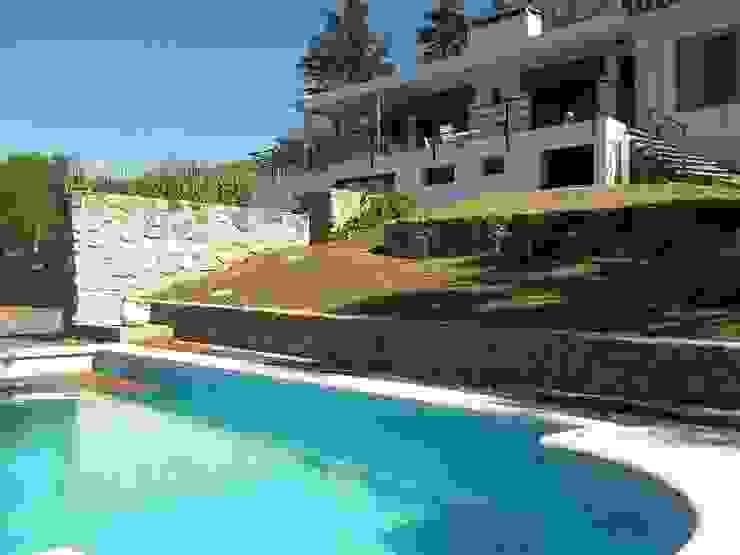 Liliana almada Propiedades Classic style houses