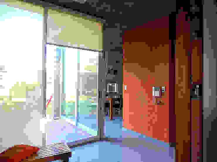 Modern walls & floors by Prece Arquitectura Modern