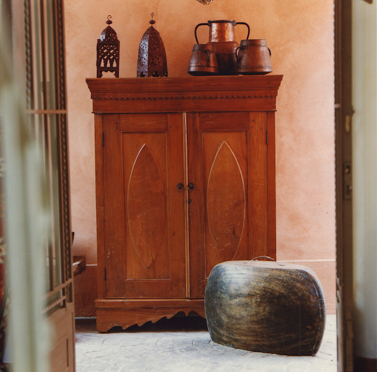 Armario antiguo de madera de teca tallado. Indonesia. de Desde Asia Asiático