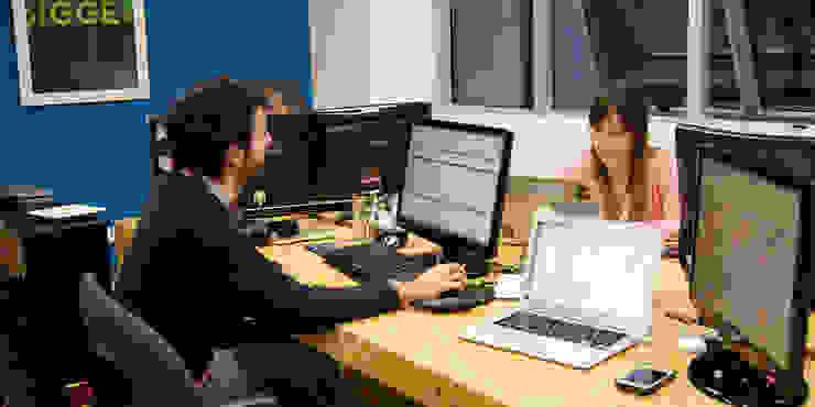 diseño de oficinas • JAMPP Oficinas y comercios de estilo industrial de Estudio Cebra Industrial Tableros de virutas orientadas