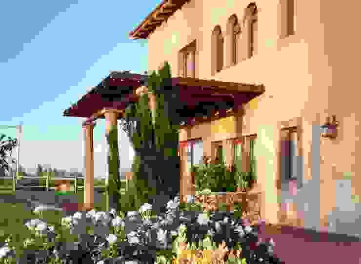 Pérgola Vista Oeste: Casas de estilo  por Azcona Vega Arquitectos,Mediterráneo