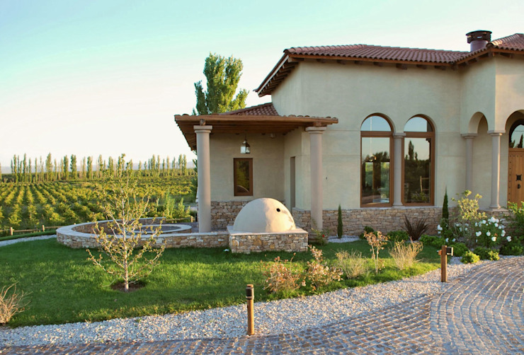 Patio de fuegos Casas mediterráneas de Azcona Vega Arquitectos Mediterráneo