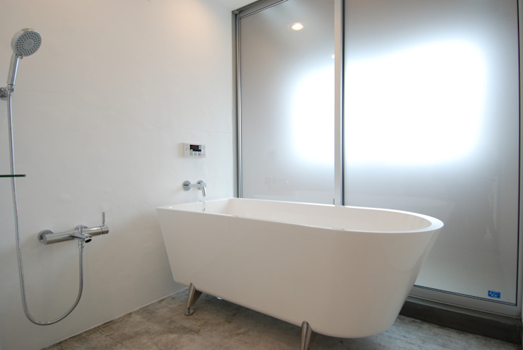 株式会社PLUS CASA Eclectic style bathrooms