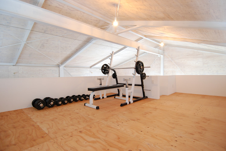 Eclectic style gym by 株式会社PLUS CASA Eclectic