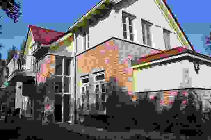 Kleurrijke combinatie Landelijke huizen van OX architecten Landelijk Steen