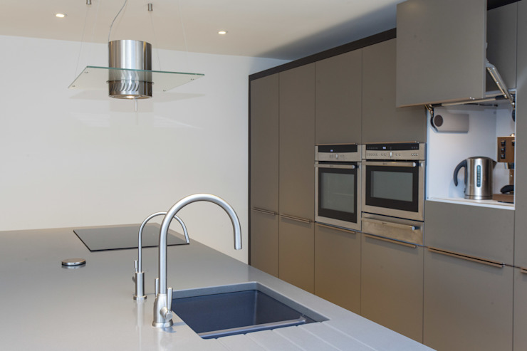 Cozinhas  por Hampshire Design Consultancy Ltd.