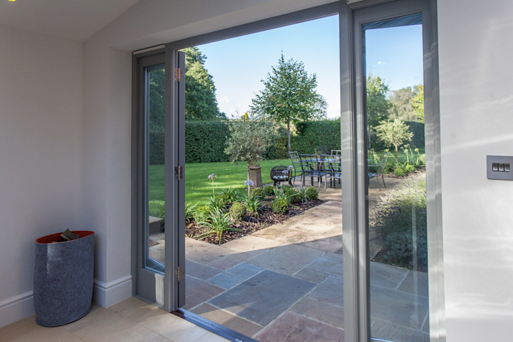 Garden by Hampshire Design Consultancy Ltd., Modern